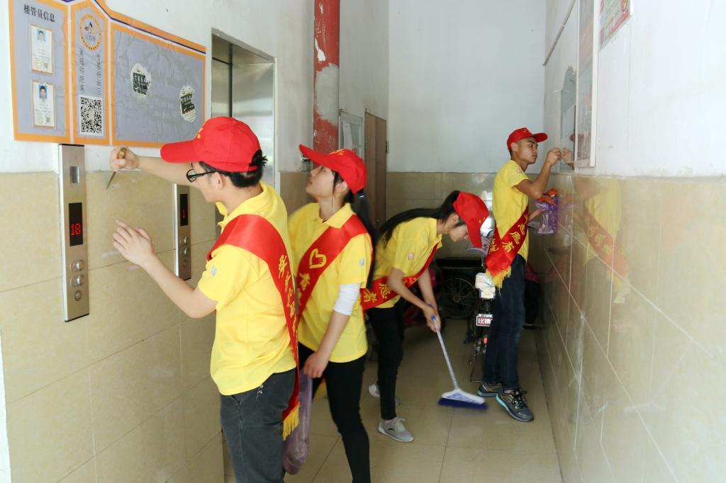 院青年志愿者协会五四青年节进社区开展志愿服务